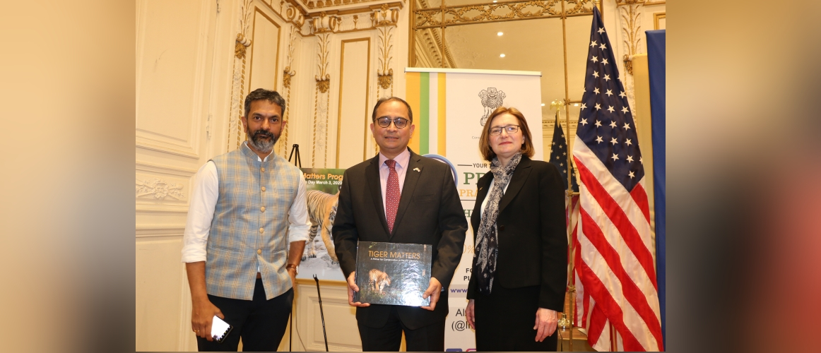 Dr. Anish Andheria, President, Wildlife Conservation Trust (WCT)  and Dr. Mary Melnyk, Environmental Security and Resilience Team Leader, USAID, Asia Bureau at New India Lecture (Season III) on March 04, 2020