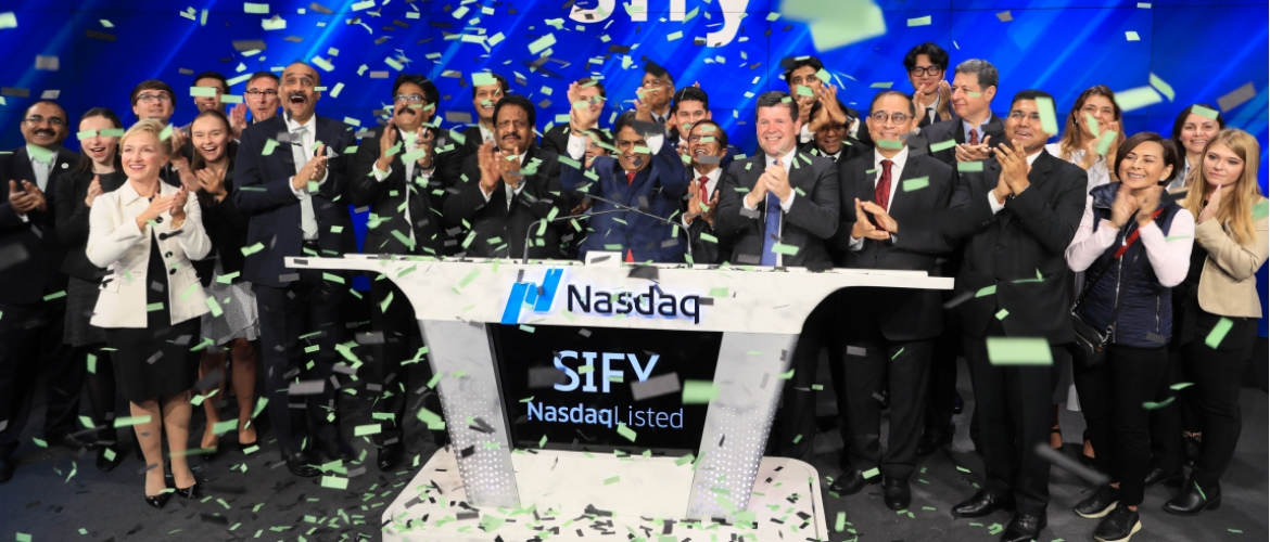 Consul General Sandeep Chakravorty attended the Opening Bell Ceremony of NASDAQ to commemorate the 20th anniversary of the listing of SIFY Technologies Limited